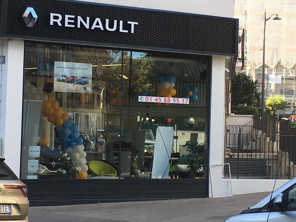 garage renault paris paris is reviving three of its ghost m tro stations maison renault paris. Black Bedroom Furniture Sets. Home Design Ideas