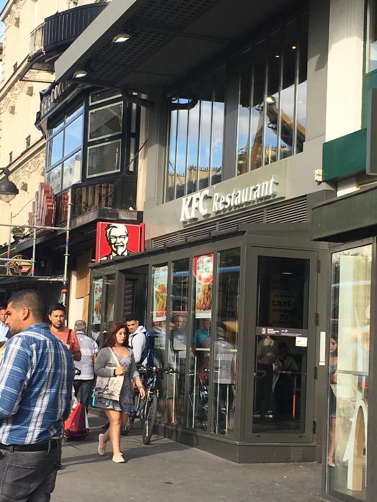 kfc paris place clichy restaurant 10 bis place de clichy 75009 paris adresse horaire. Black Bedroom Furniture Sets. Home Design Ideas