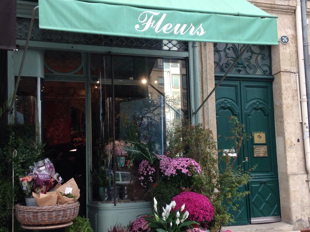 sadia fleurs fleuriste 26 all es tourny 33000 bordeaux adresse horaire. Black Bedroom Furniture Sets. Home Design Ideas
