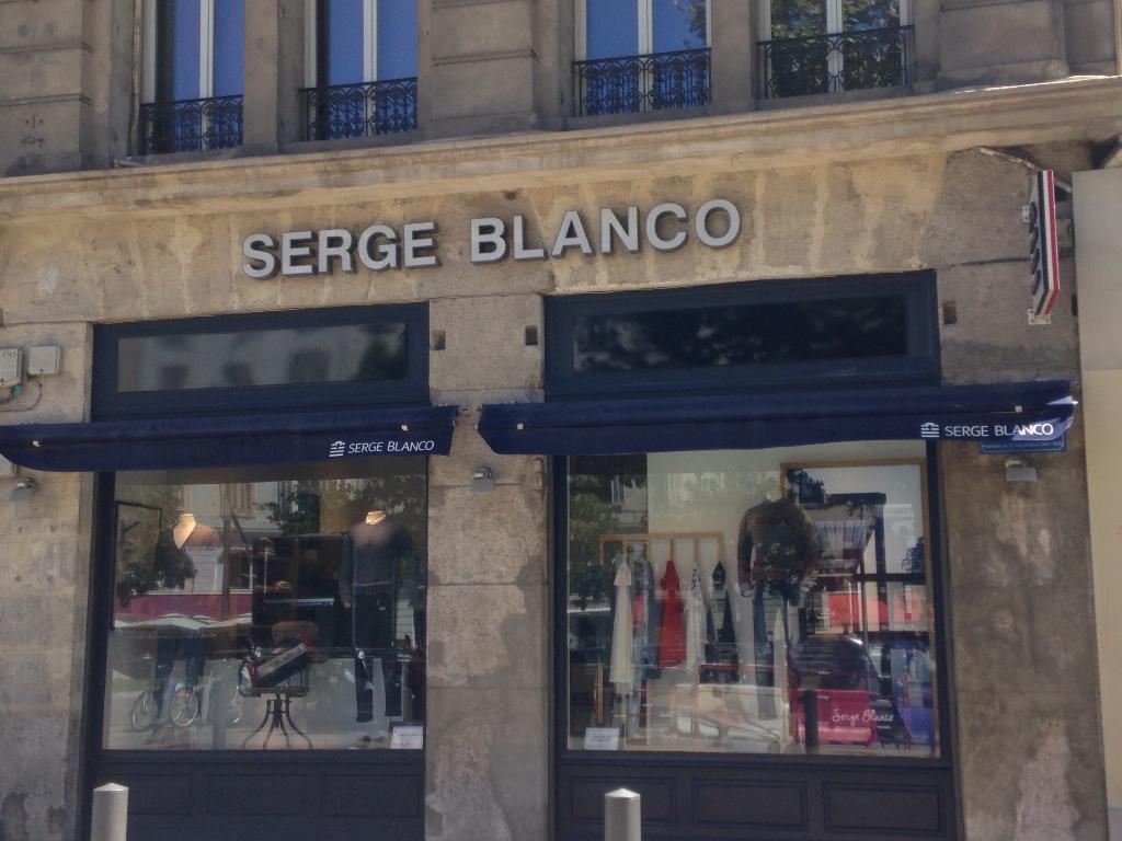 Serge Blanco. Vêtements femme. 11 place du Général de Gaulle 13001 Marseille df298b03651
