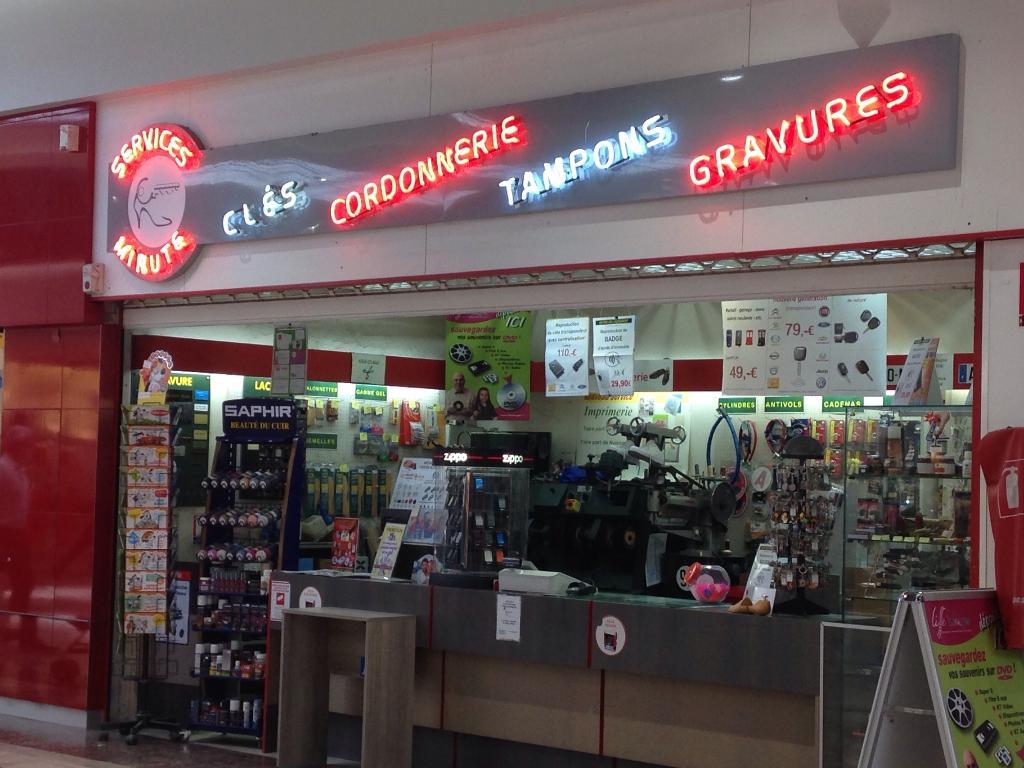 Services minutes cordonnier centre commercial auchan 59494 petite for t adresse horaire - Horaire galerie auchan englos ...