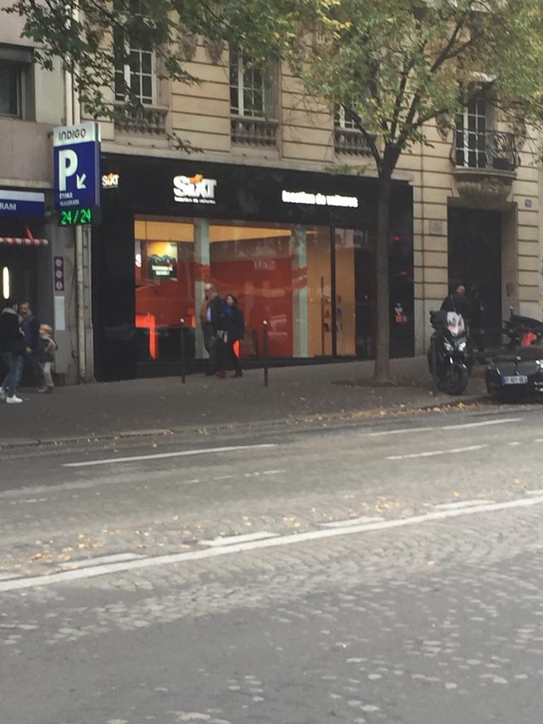 Sixt Location D Automobiles De Tourisme Et D Utilitaires 20 Avenue De Wagram 75008 Paris
