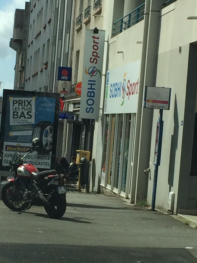 Sobhi sport magasin de sport 44 rue yves collet 29200 for Garage ad brest kergaradec