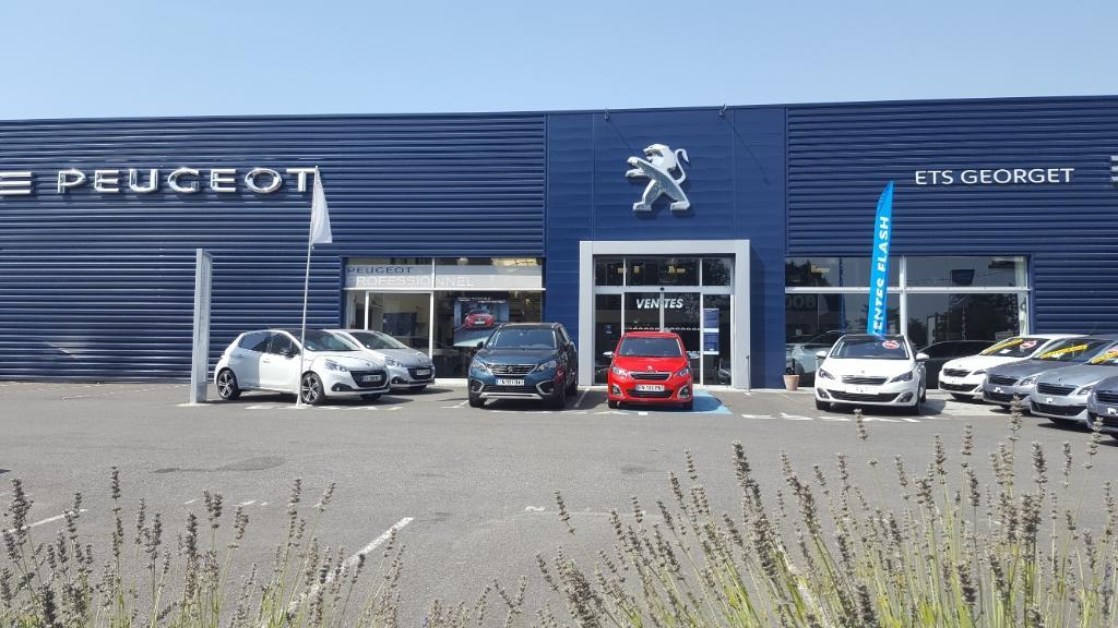 Soci t commerciale automobile du poitou garage for Garage automobile chatellerault