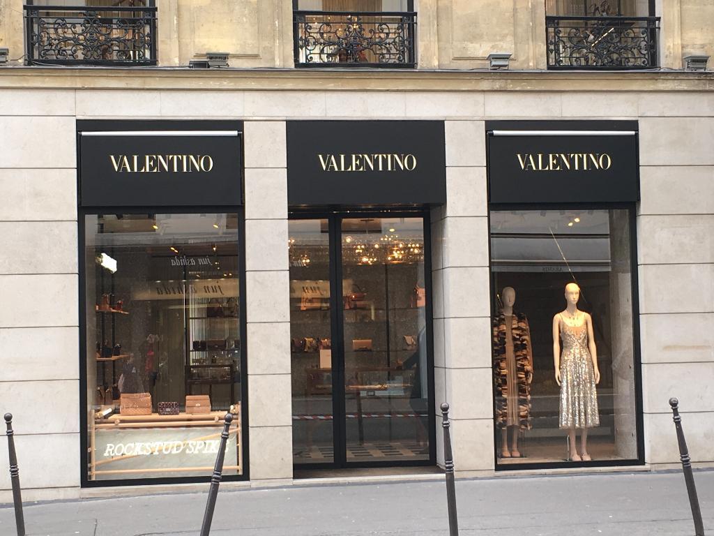 valentino couture accessoires de mode 27 rue du faubourg saint honor 75008 paris adresse. Black Bedroom Furniture Sets. Home Design Ideas