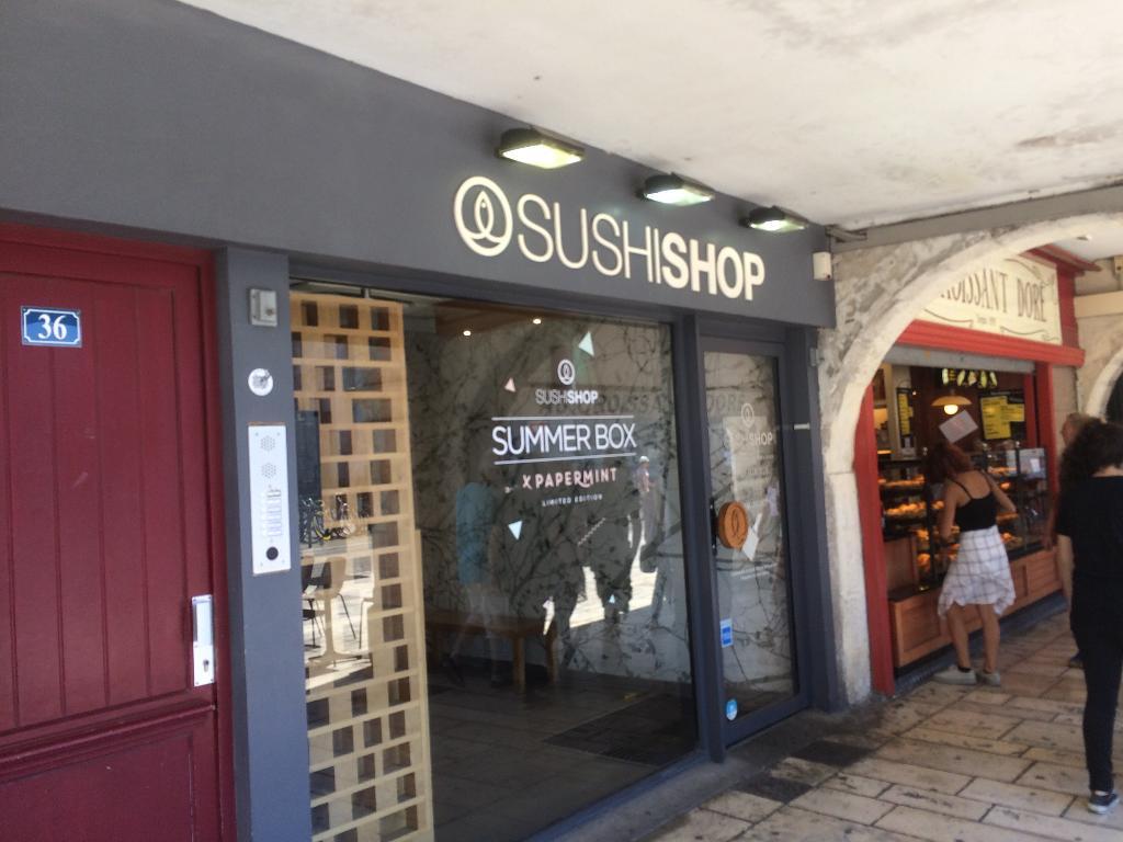 sushi shop la rochelle restaurant 36 rue chaudrier. Black Bedroom Furniture Sets. Home Design Ideas