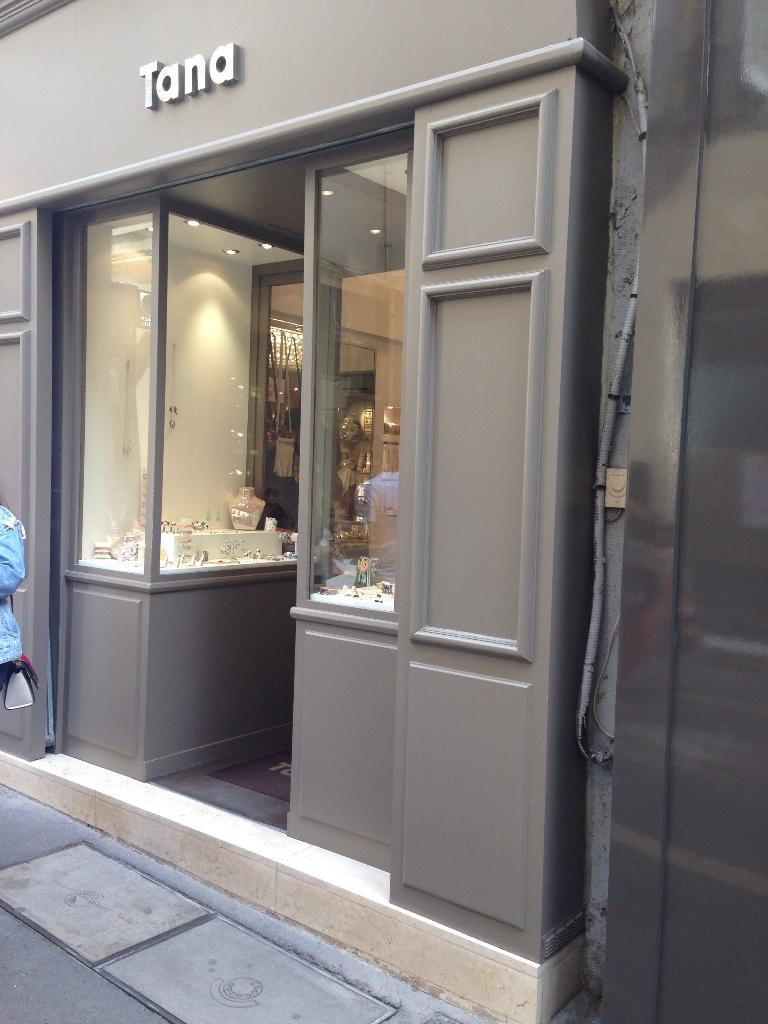 tana bijoux 4 rue marius reynaud 13080 aix en provence adresse horaire. Black Bedroom Furniture Sets. Home Design Ideas