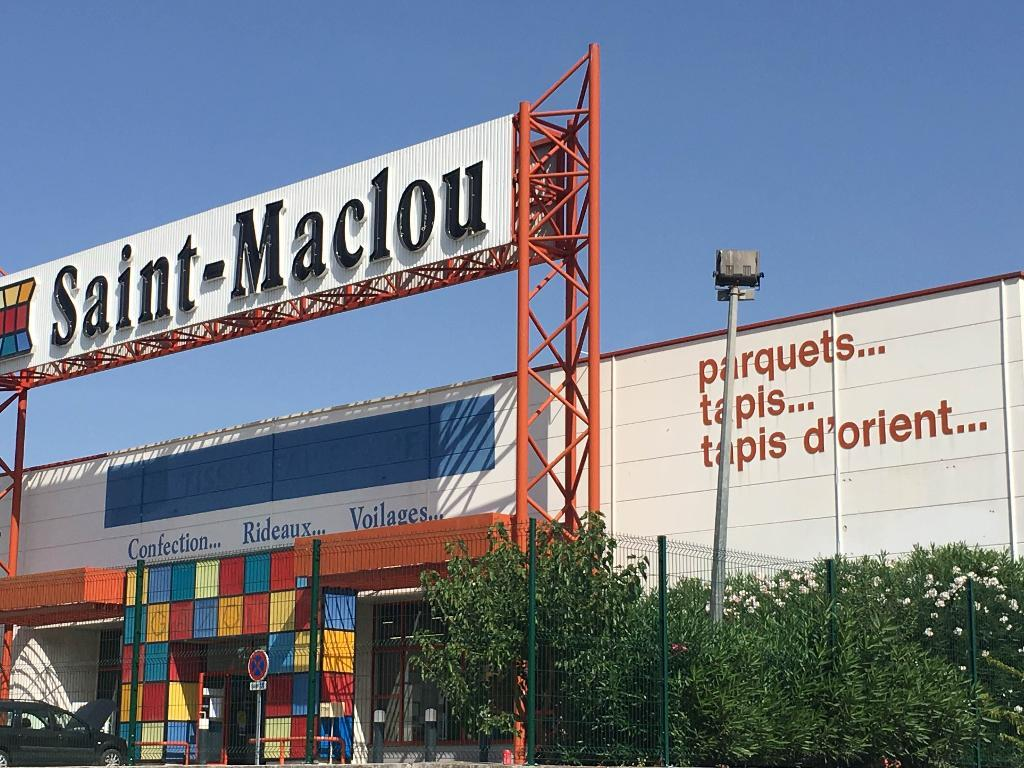 tapis saint maclou vente et pose de rev tements de sols et murs 77 chemin canniers 83190. Black Bedroom Furniture Sets. Home Design Ideas
