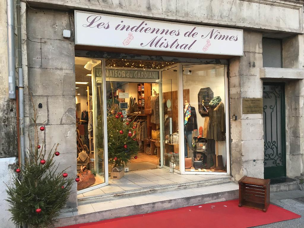 Textiles Et Traditions Arles - Magasins de vêtement (adresse, avis) bd21c3a54df