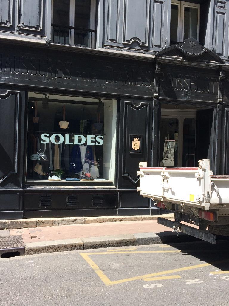 the graduate store chaussures 63 rue du pas saint. Black Bedroom Furniture Sets. Home Design Ideas