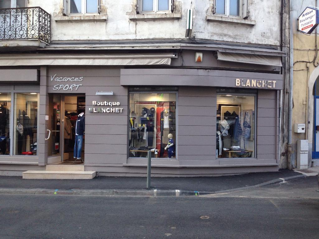 Vacances sports magasin de sport 1 rue jules guesde for Garage lapeyre rive de gier