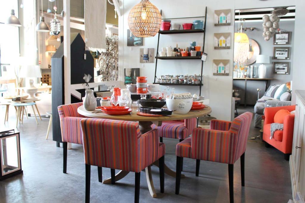 vents d 39 ouest magasin de meubles 3 rue maduaire 85330. Black Bedroom Furniture Sets. Home Design Ideas